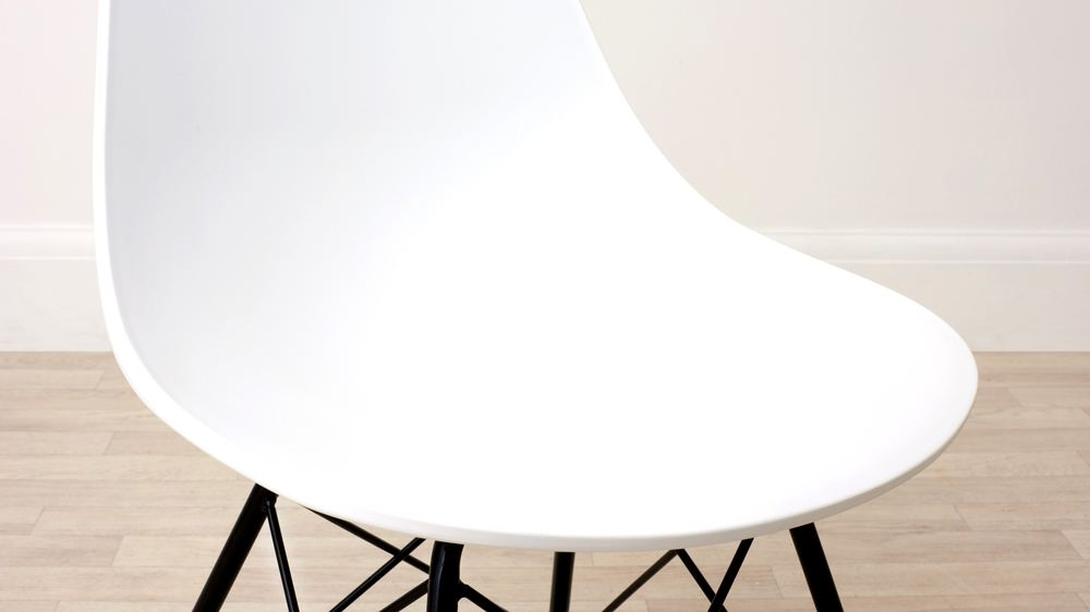 Simplistic White and Wired Leg Dining Chair