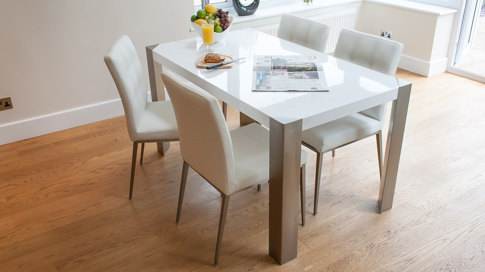 Quilted White Leather Dining Chairs and White Gloss Table