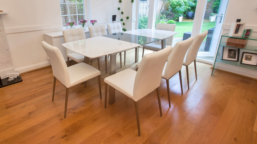 White Gloss Extending Dining Table and Comfortable Dining Chairs