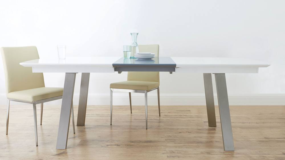 Affordable extending table