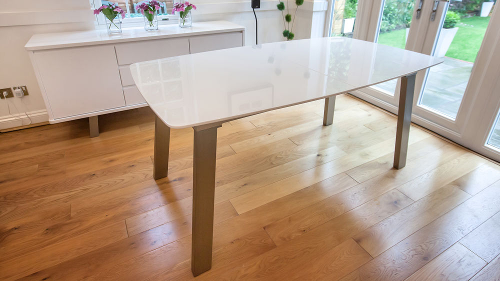 Stylish White Gloss Dining Table with Metal Legs