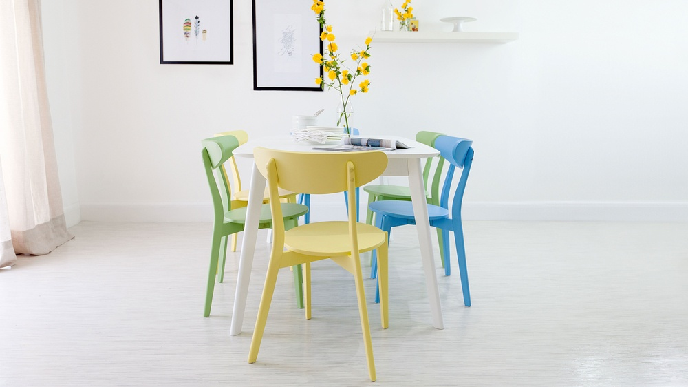 Stylish Extending Dining Set
