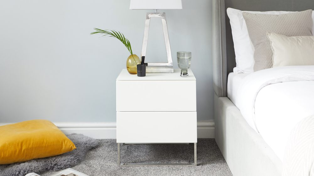 the best attitude 9960b 329d0 Benton White Double Drawer Bedside Table with Chrome Legs