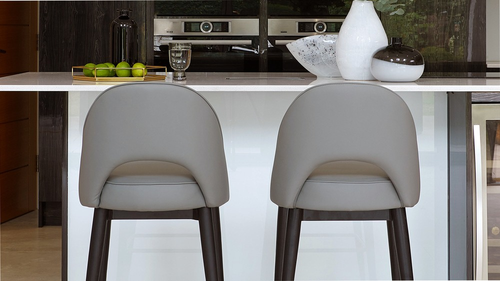 bar stools with wooden leg