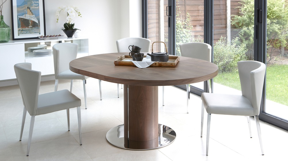 Modern Round Walnut Extending Dining Table And Funky Chairs Seats Up 4 8
