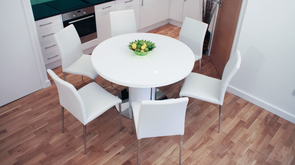 Round White Dining Table and Chairs
