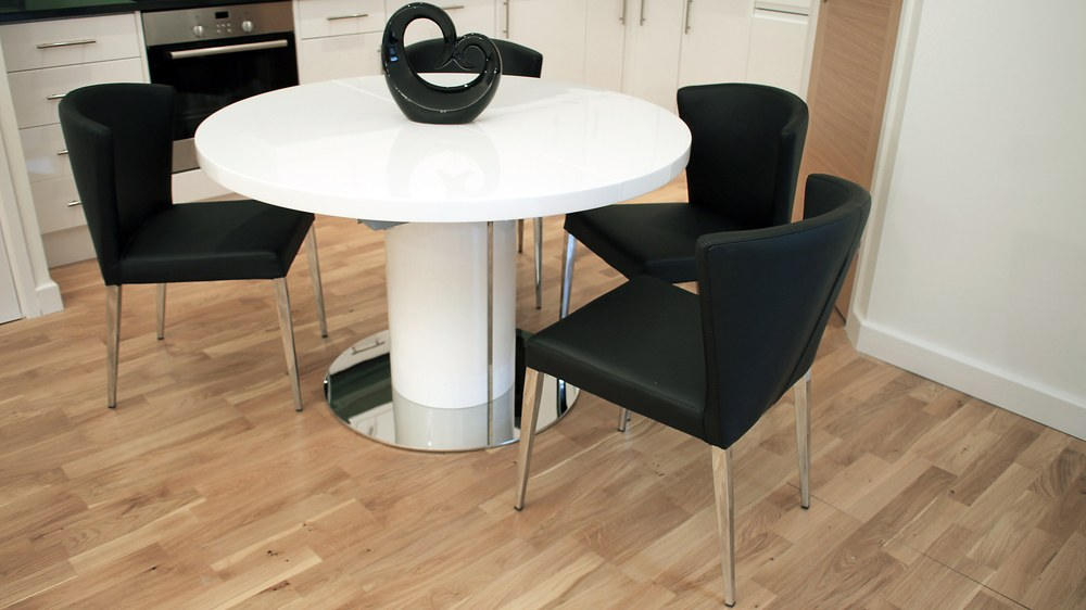 4-6 Seater Round White Gloss Extending Dining Table and Black Chairs