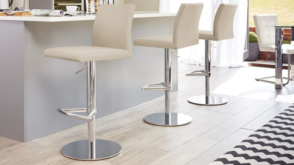 Latte beige bar stools