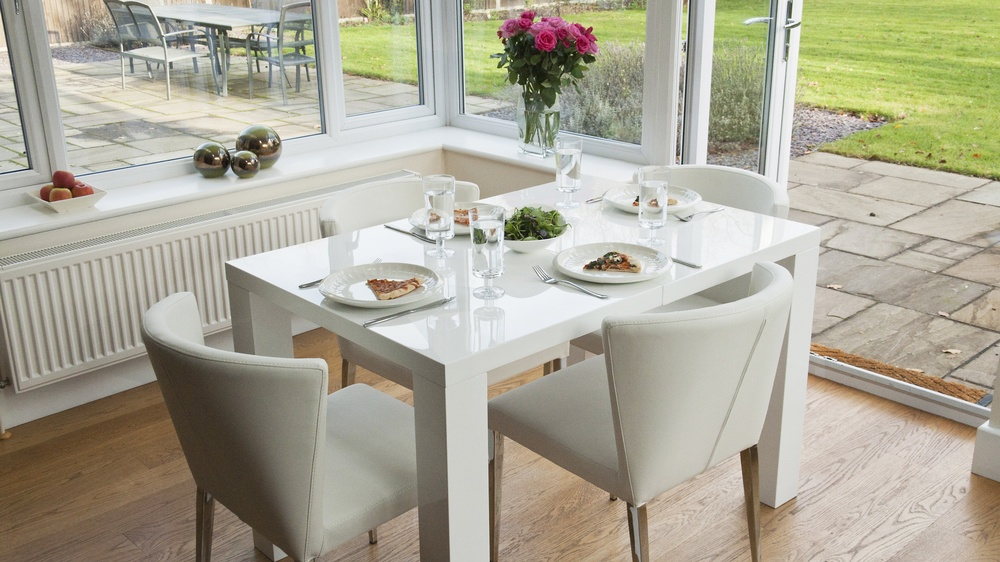 Modern White Hi Gloss Extending Dining Set  Seats up to