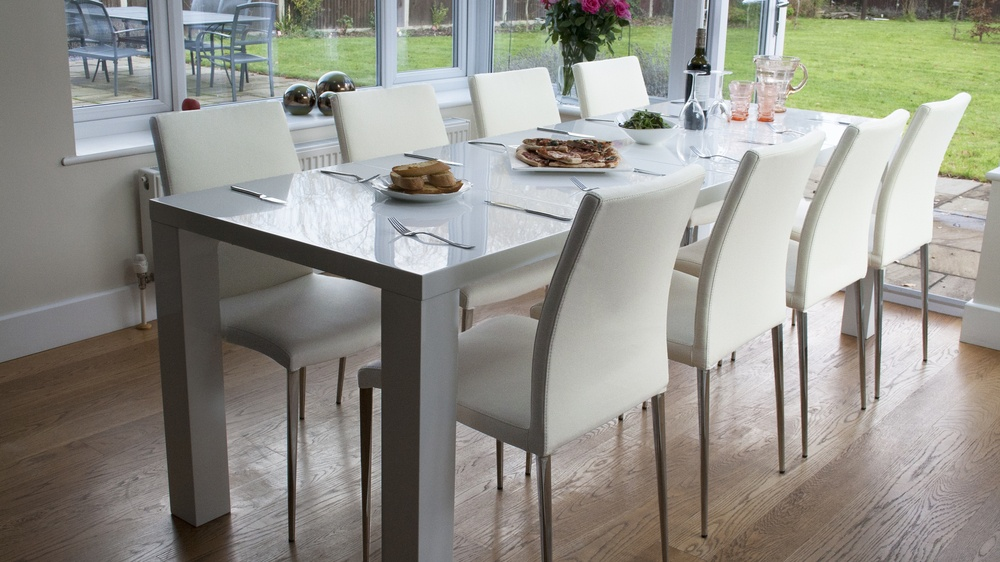 White high gloss extending dining table and chairs
