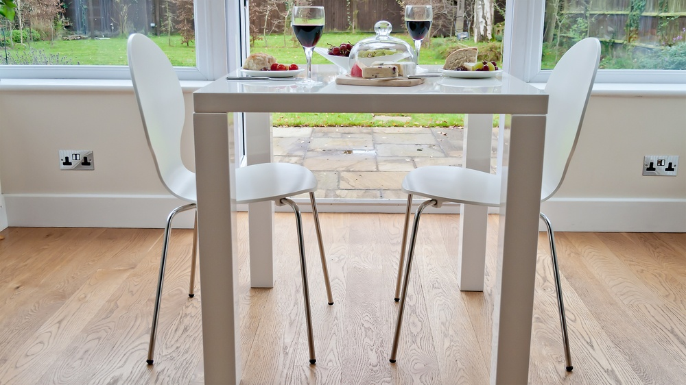 White Gloss Kitchen Dining Table and White Dining Chairs
