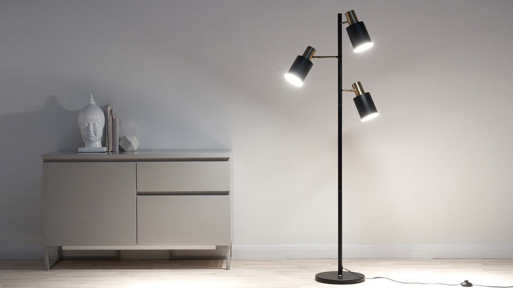 Multi head floor lamp