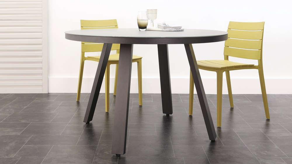 Koko round trestle garden table