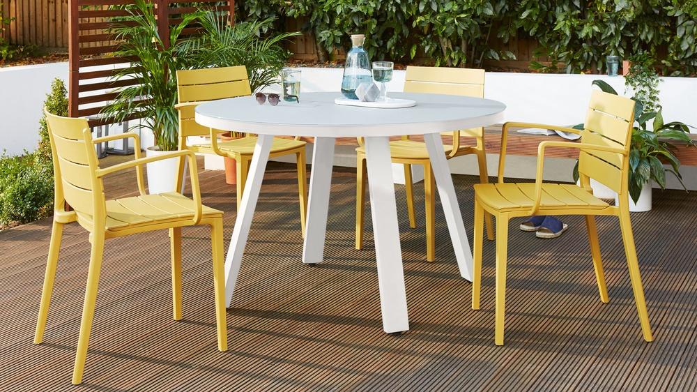 White round garden table