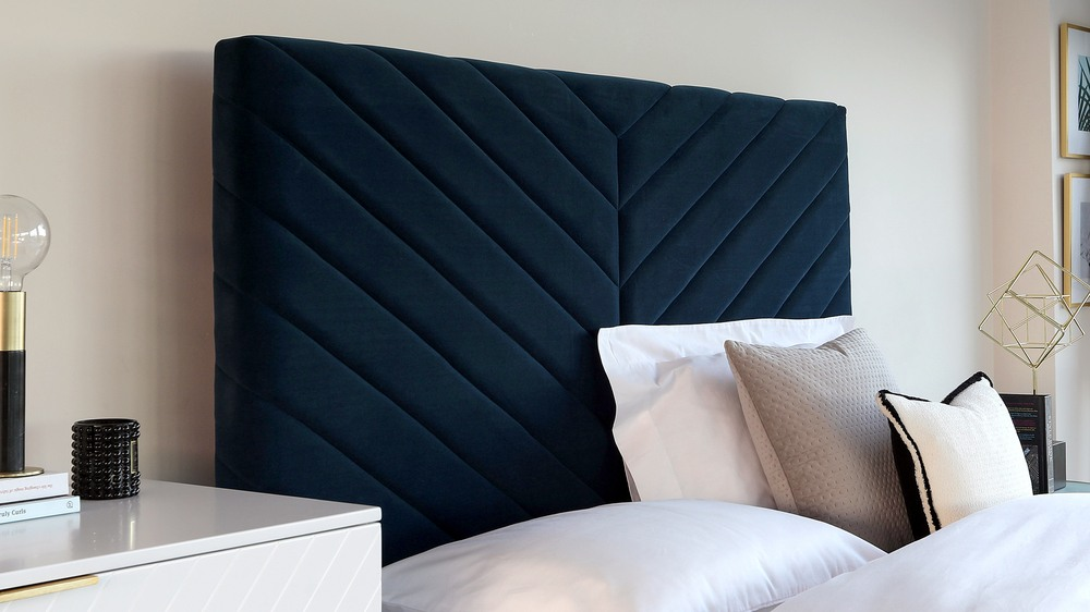 Leo statement headboard bed