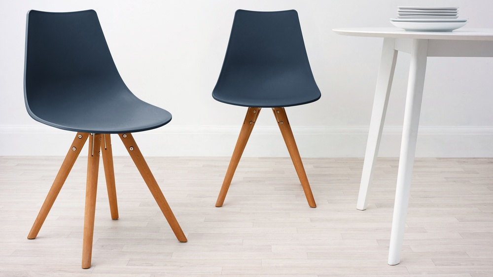 wipeable dining chairs for families