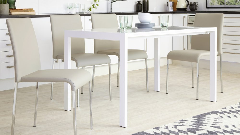 White Gloss table seats  6