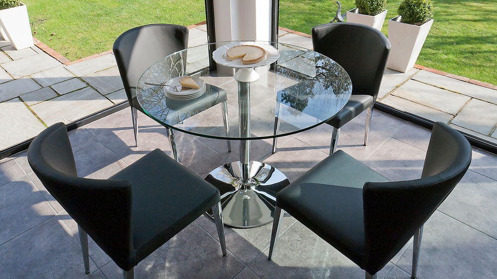 Modern round clear glass dining set 4 curved chairs with for Small 4 seater dining table