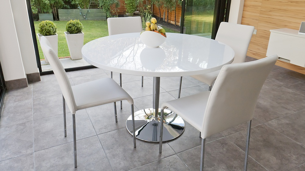 Naro White Round Dining Table And Chairs Danetti