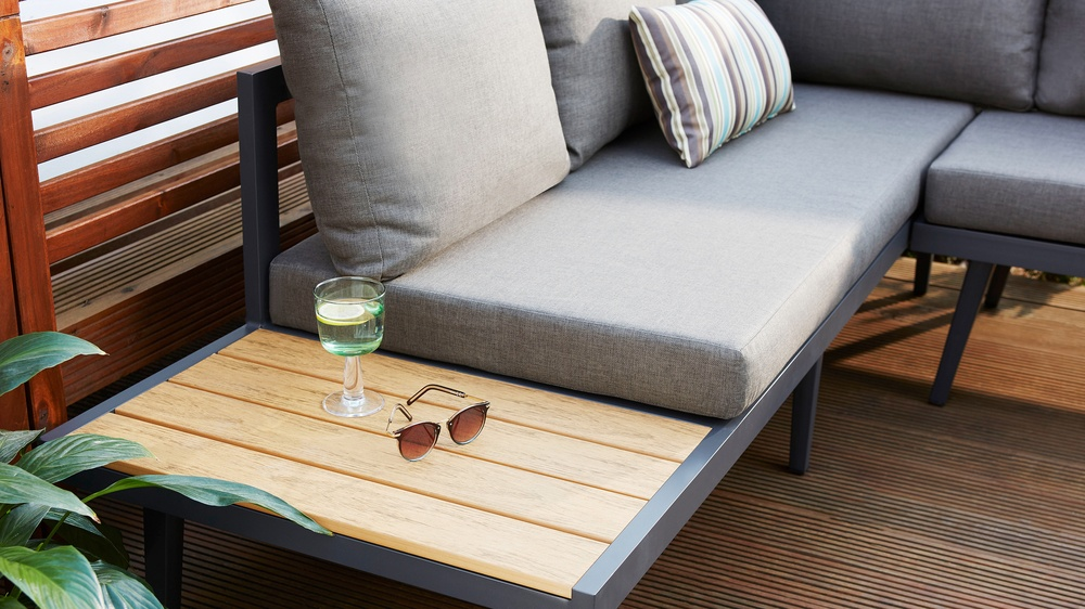 outdoor corner bench