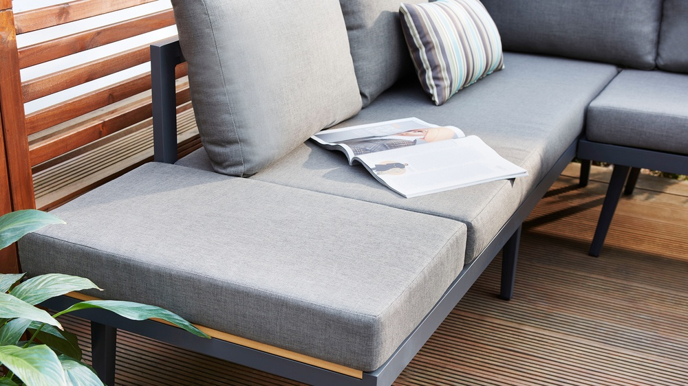 Removable cushion garden corner bench