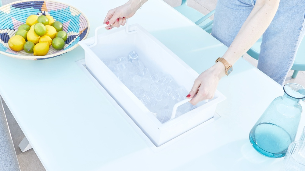 Removable ice bucket