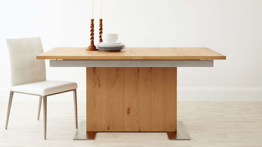 Modern 4 to 8 seater oak extending dining table