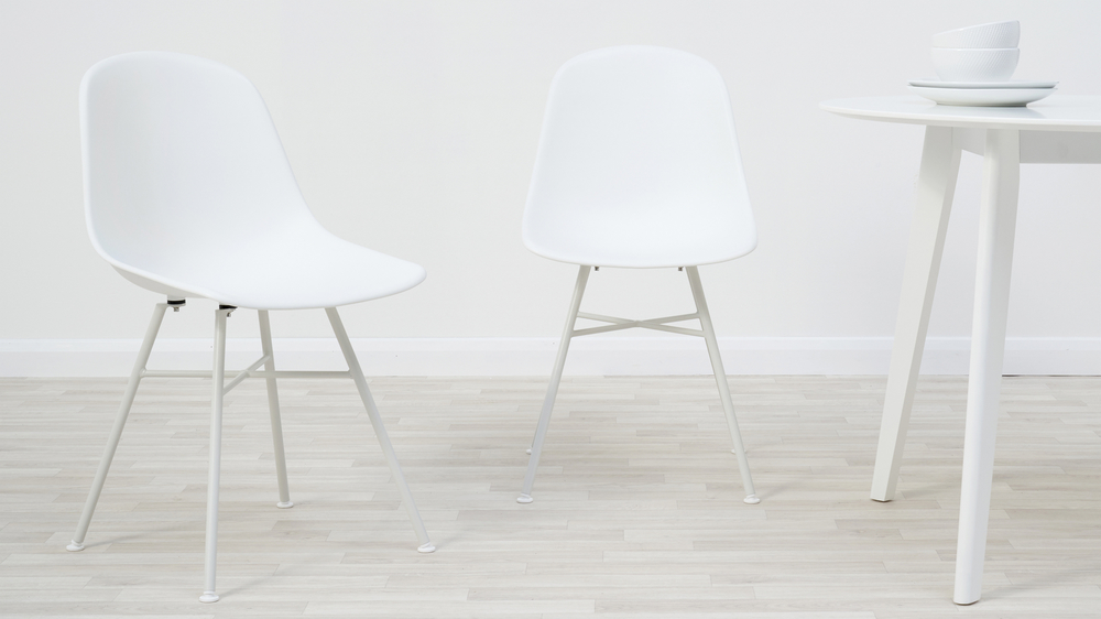 White plastic chair dining set