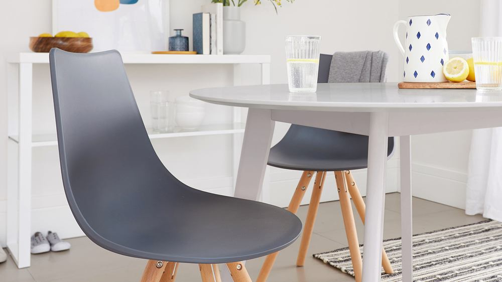 2-4 seater table