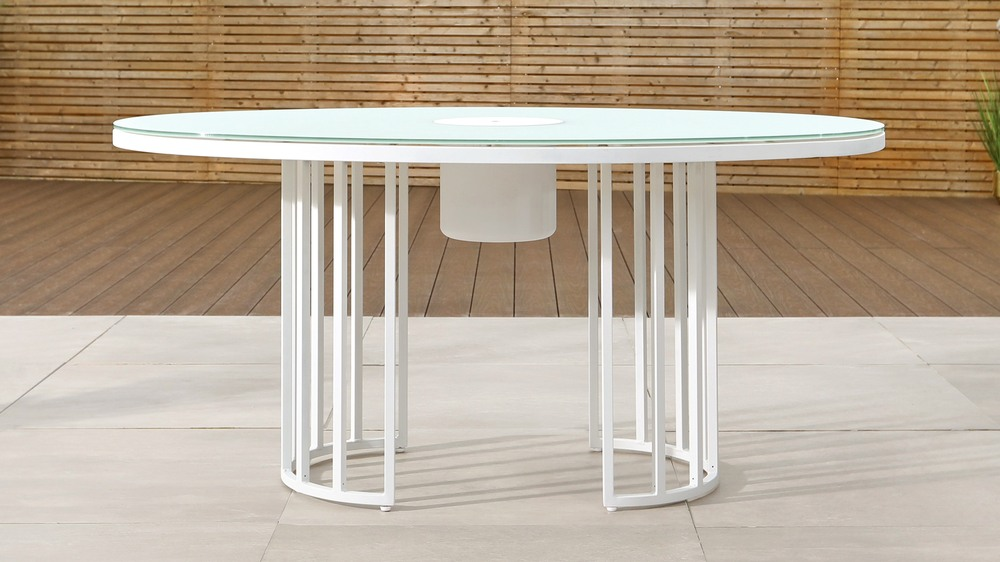 totem white drinks table