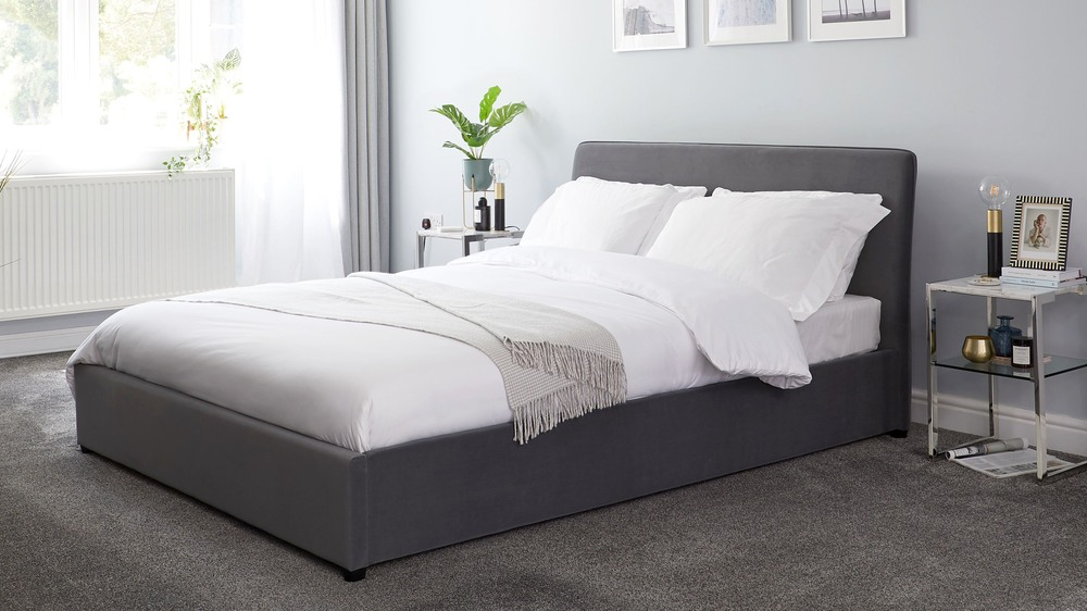 free shipping 2bbb7 0fc28 Turin Shadow Grey Velvet King Size Bed with Storage