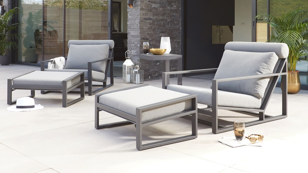 Outdoor lounge chair with footrest