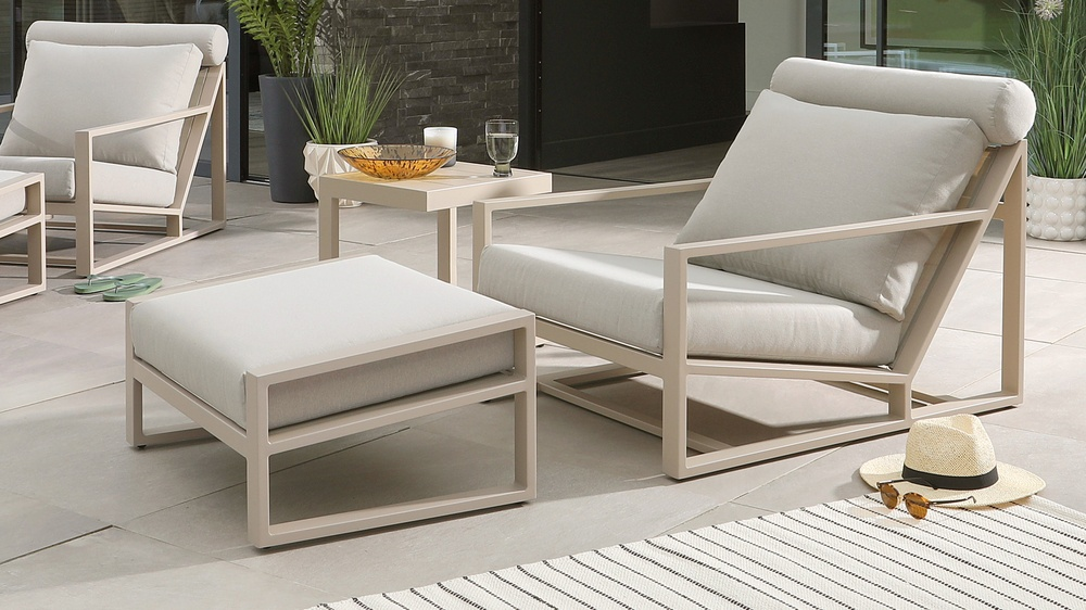 garden lounge chair and side table set