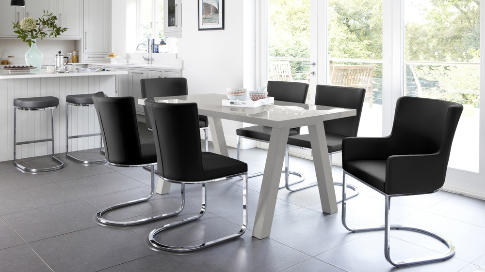 Black and Grey Gloss Extenidng Dining Set