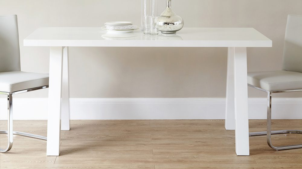 White gloss 6 seater dining table